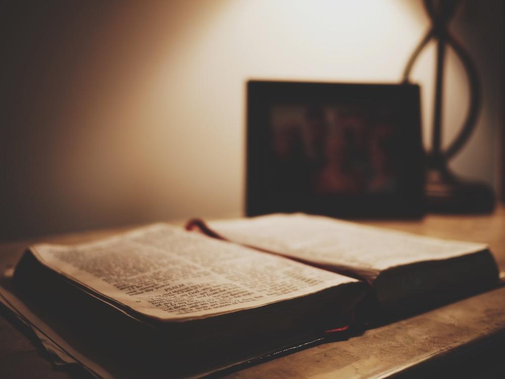 bibleK5WYLRGPNB.jpg